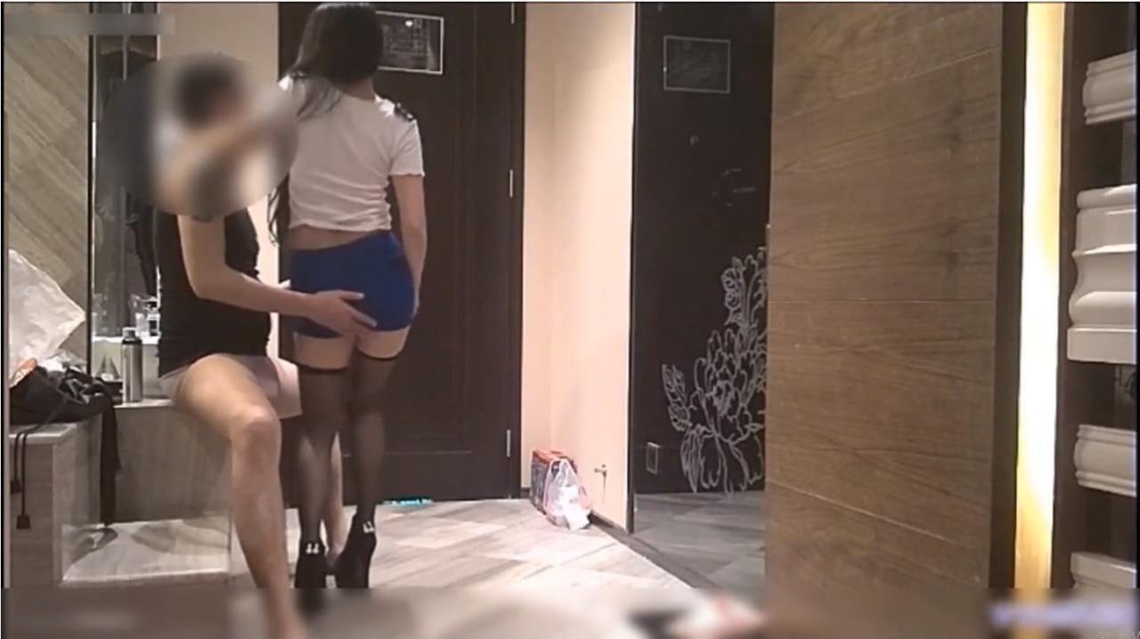 广东YY哥之极品黑丝高跟空姐艳舞诱惑在床上抱起来爆草